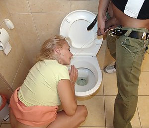 MILF Pissing Porn Pictures