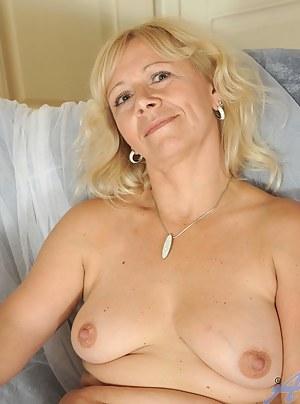 MILF Moms Porn Pictures