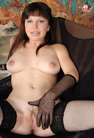 Nackt milf mom Hot Naked